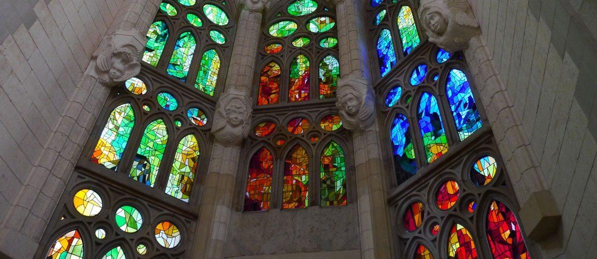 Le vetrate della sagrada familia di barcellona lo studio della luce e la tradizionale - Cosa sono le finestre pop up ...