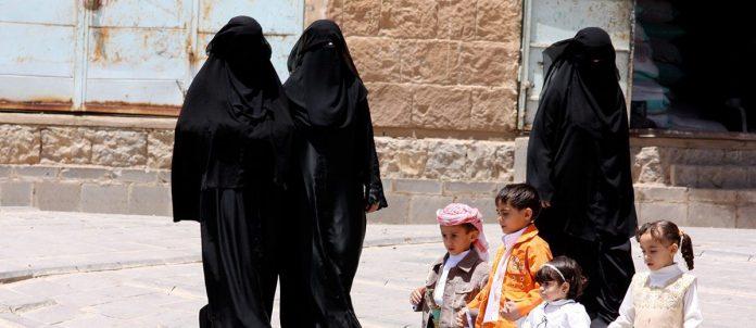Il tema del velo islamico attraversa da decenni il dibattito delle società occidentali come di quelle mediorientali.