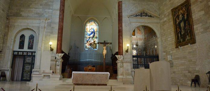 Alla vigilia del tanto atteso prodigio della Sacra Spina, custodita nella Chiesa Cattedrale di Andria, vogliamo soffermarci in questa settimana a riflettere su questo segno prodigioso.