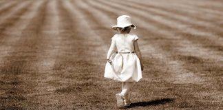 Quante volte abbiamo sentito parlare dell'arte del lasciare andare. Il coraggio di praticarla è un dono.